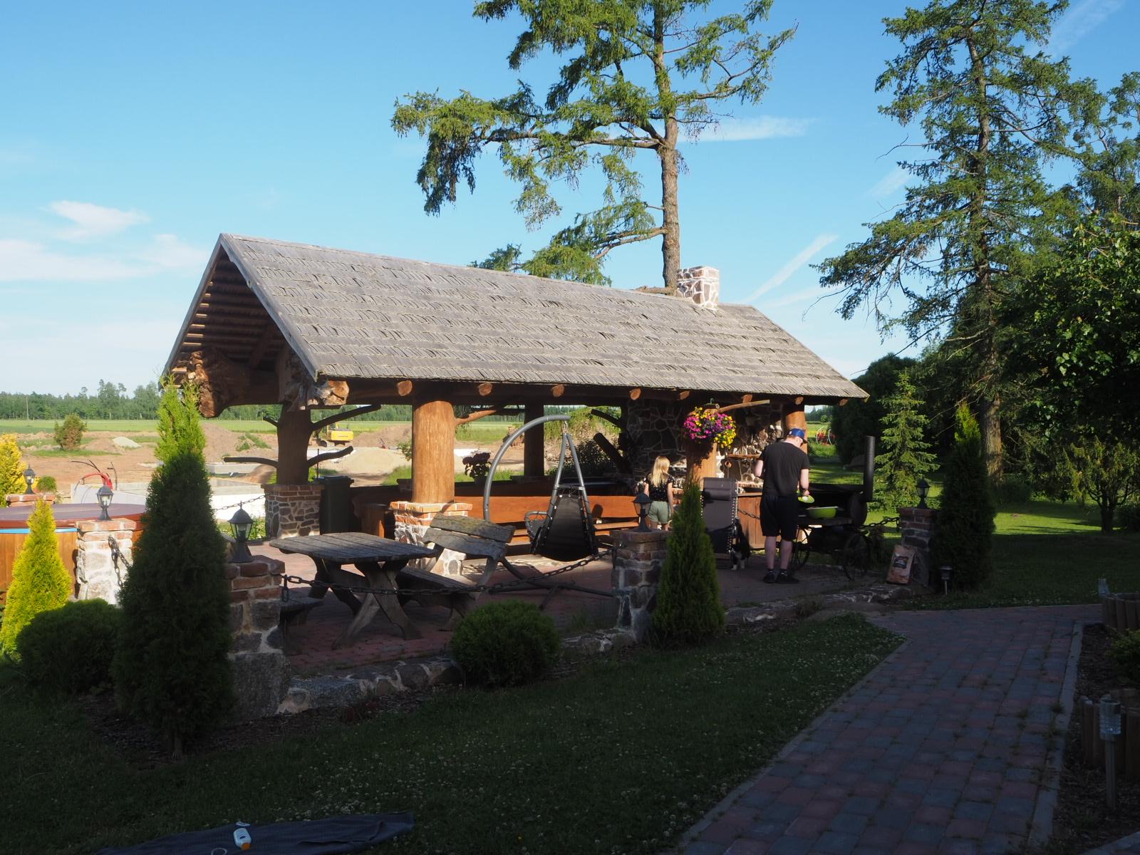 Tartto: Airbnb-majoitus/Kilgi Horse Ranch, Viron kansallismuseo & ylösalaisin oleva talo